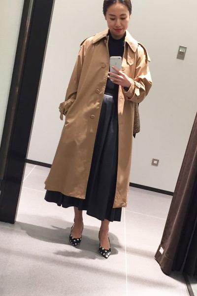 黒ロングフレアスカート×ZARAトレンチコート