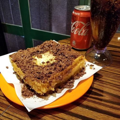 ココア風味のフレークがのったトースト