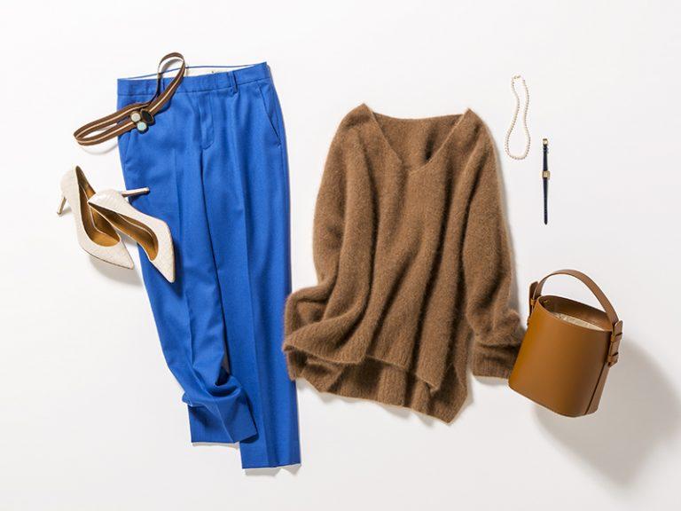 茶色セーター×カラーパンツ