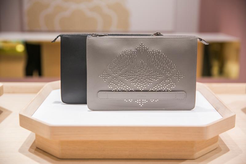 86a38cca8953 KAMONコレクションのバッグを購入すると、オリジナル家紋が入ったタンブラーを先着でプレゼントするキャンペーンも実施するそう!