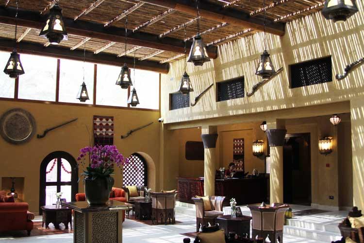 エントランスのカフェスペース