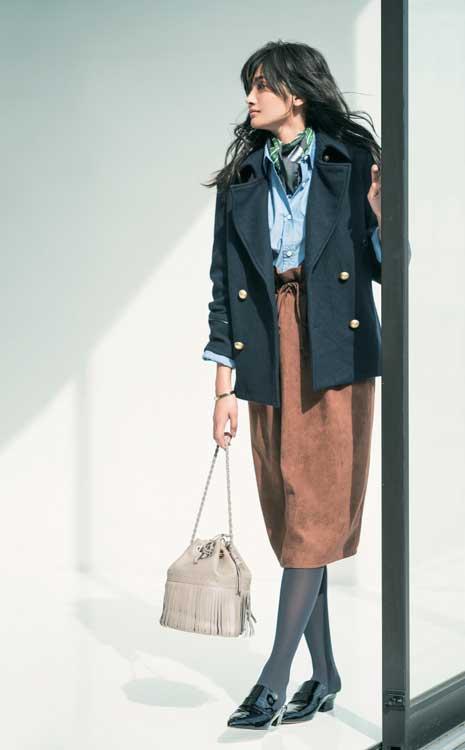 紺ブレ×スエード風スカート