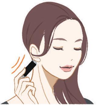 携帯に便利な美顔ローラー付きブラシでいつでもマッサージ