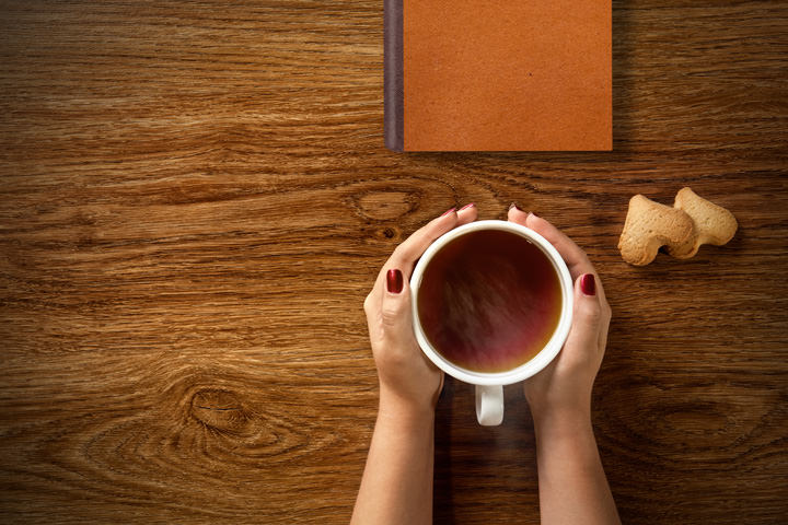 ほうじ茶を飲む