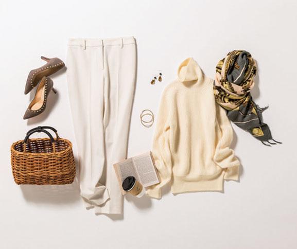 白タートルニット×白パンツのオールホワイトコーデ