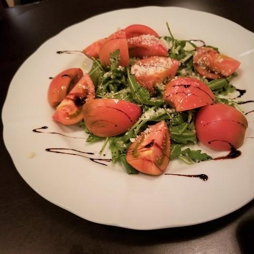 フルーツトマトとルッコラ・チーズのサラダ