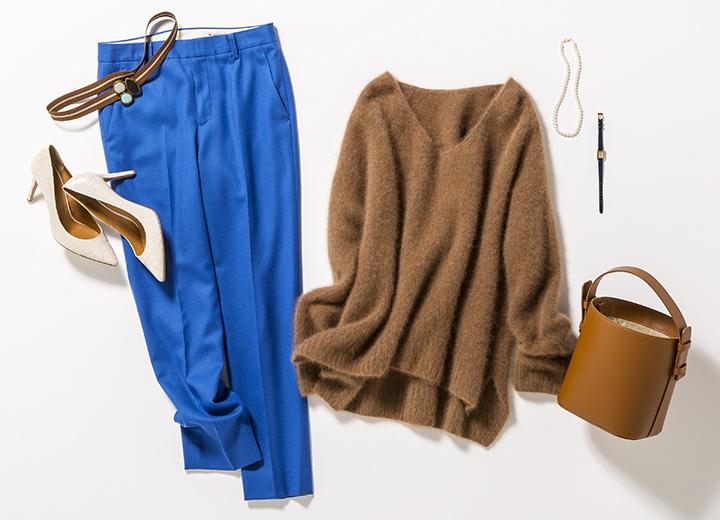 茶色セーター×ブルーパンツ