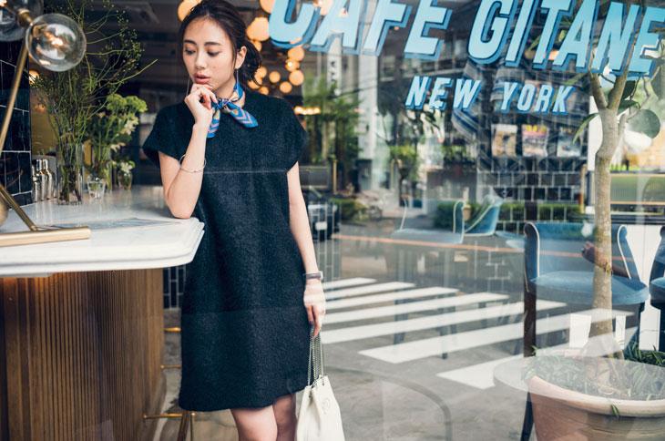 黒ドレス系ワンピース×カラフルスカーフ