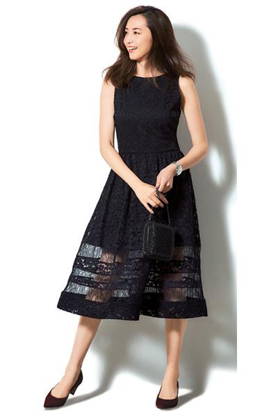 黒ドレス系ワンピース×黒バッグ