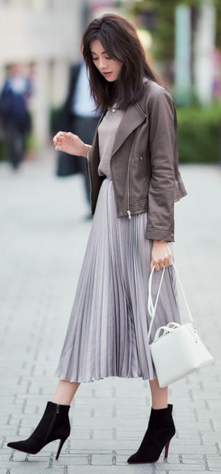 グレープリーツスカート×茶ライダースジャケット