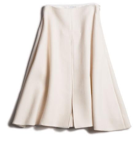 ボックスプリーツ白スカート