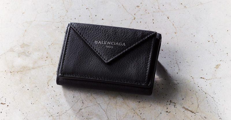 39f1fde5f256 ここ最近のミニバッグブームの流れで、小さな財布の注目度が急上昇しています。風水師の李家幽竹さんにも運気のあがる財布の使い方を聞きました。