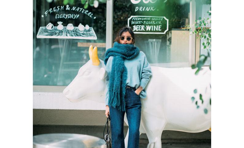 blue - ベージュばかりの洋服の低身長の私は、マフラーで春色入れてみました