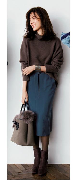 ブラウンニット×タイトスカート