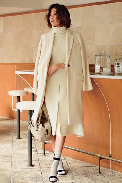 膝丈白ロングスカート✕白コート