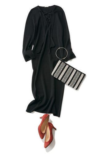 黒ドレス系ワンピース×ピンクパンプス