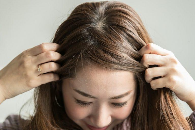 1|全体を軽くコテで巻いて、前髪を3:7くらいにザックリ分ける