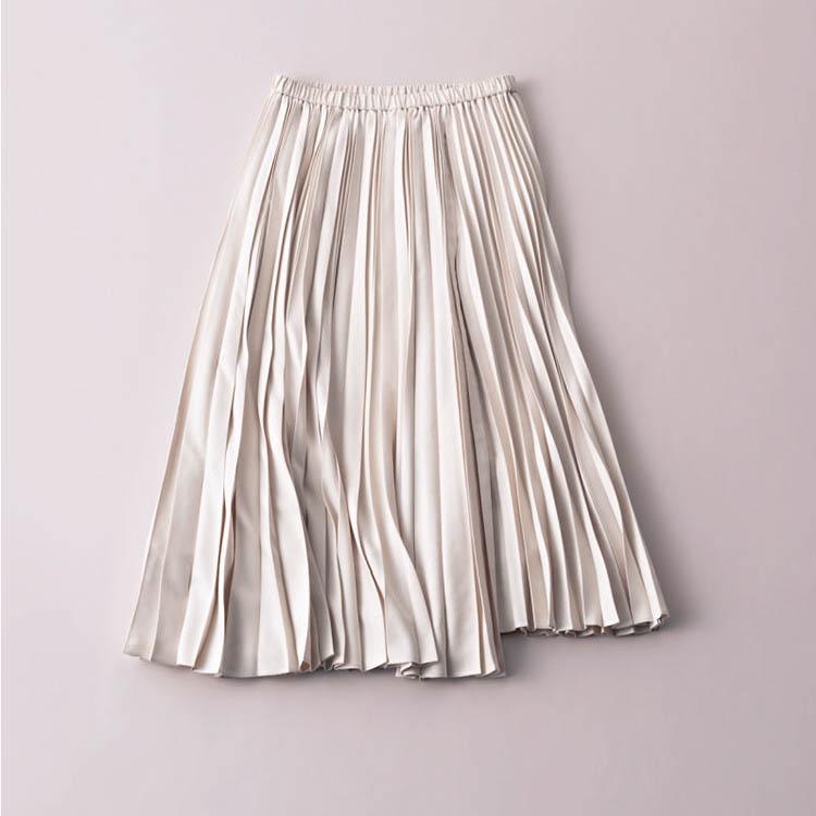 エストネーション×スエード調の白プリーツスカート