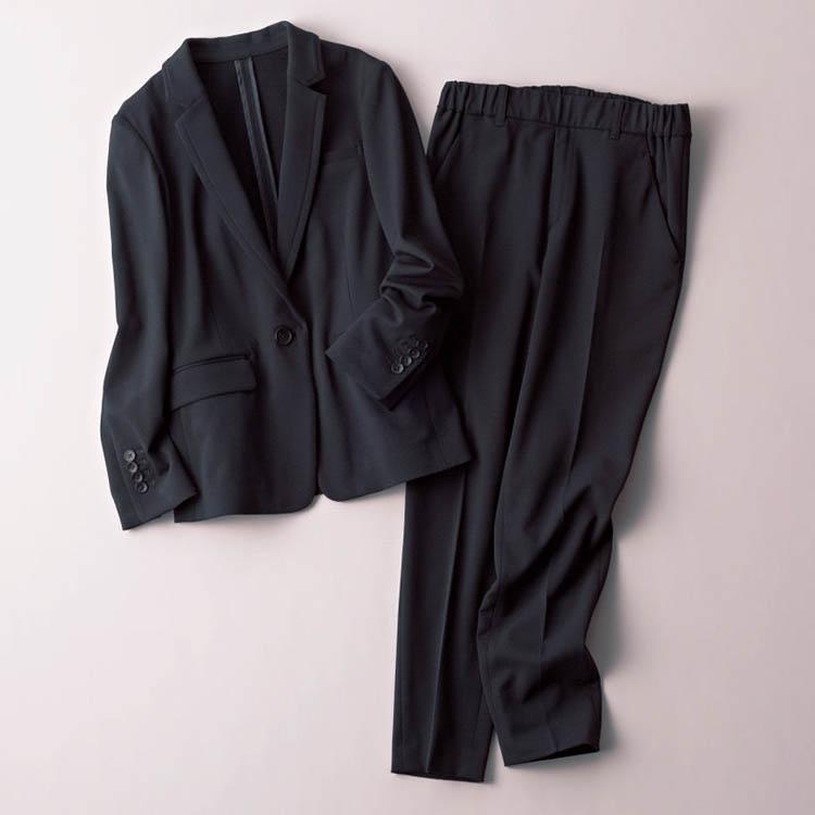 カリテ×黒ジャケット・黒パンツのセットアップ