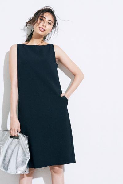 黒ドレス系ワンピース×シルバーバッグ