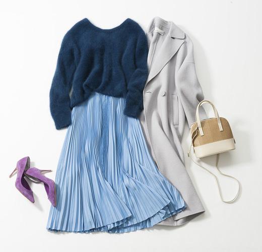 ブルーセーター×水色プリーツスカート