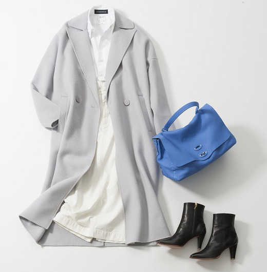 白スカート×グレーコート×ブルーバッグ