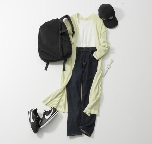 インディゴジーンズ×白シャツ×黄色カーディガン