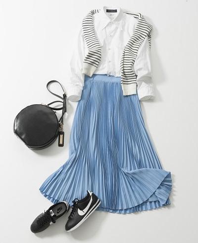 ブルーロングプリーツスカート×白シャツ