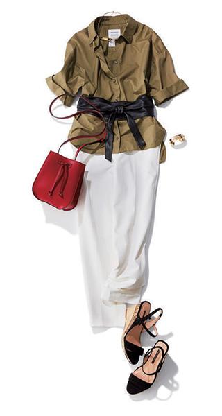 カーキシャツ×ホワイトパンツ