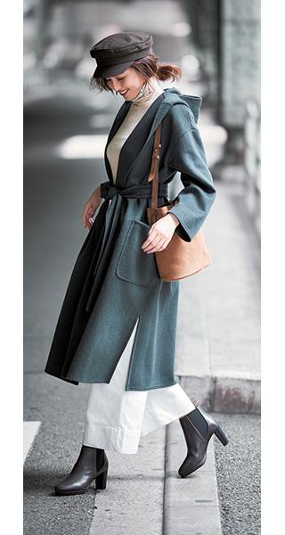 黒キャップ×グリーンベルテッドコート