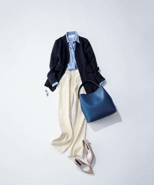 【7】水色シャツ×ネイビージャケットのオフィスコーデ