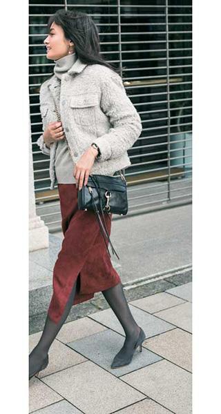 赤ロングタイトスカート×グレージャケット