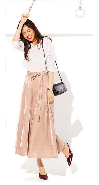 くすみピンクロングスカート×白シャツ