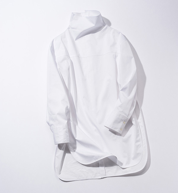 DES PRÉS×背中ボタン付き2wayハイネック白シャツ