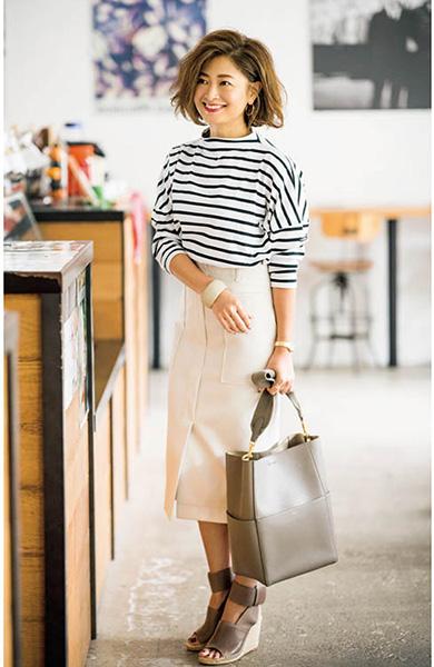 ボーダーカットソー×白スカート