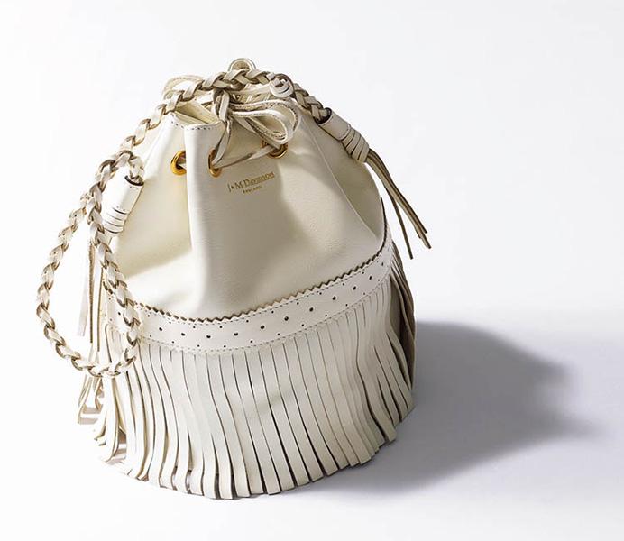 J&M デヴィッドソンの白のフリンジバッグ