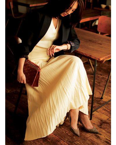 白フレアスカート×白カーディガン×テーラードジャケット