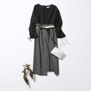 黒ブラウス×グレーラップスカート