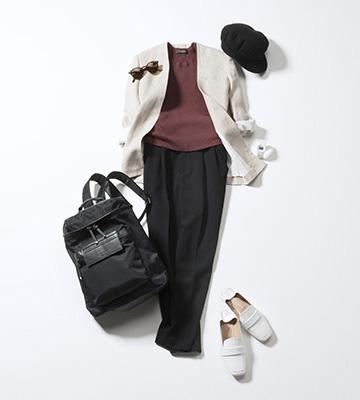 黒パンツ×白ジャケット