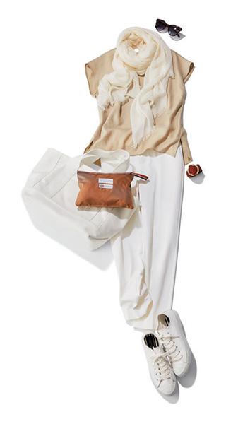 イエナのバングル×ノースリ&パンツの白ワントーンコーデ