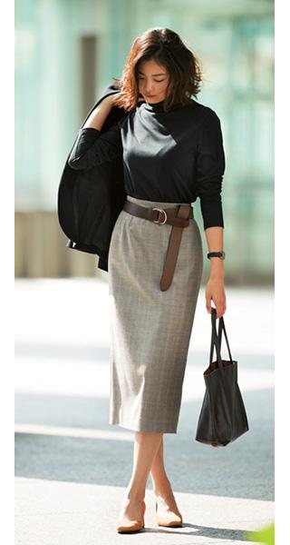 黒ニット×グレースカート×茶色ベルト