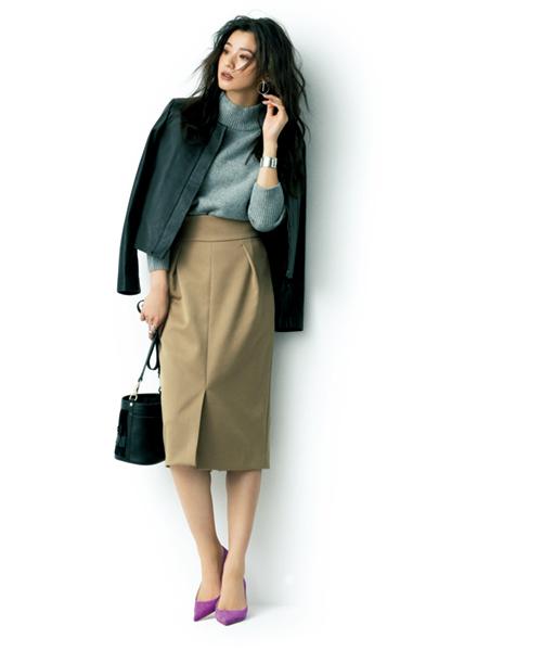 【6】グレーニット×黒ジャケットで女っぽさと今っぽさを両立