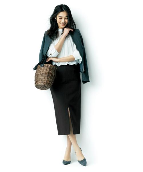 黒スカート×白シャツ×黒スカート