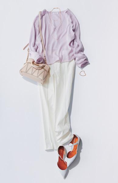 ライラックセーター×白パンツ