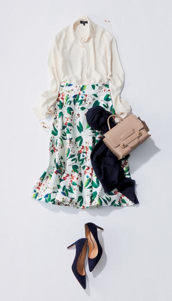 花柄スカート×白ブラウス