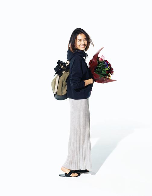 ユニクロパーカー×プリーツスカート