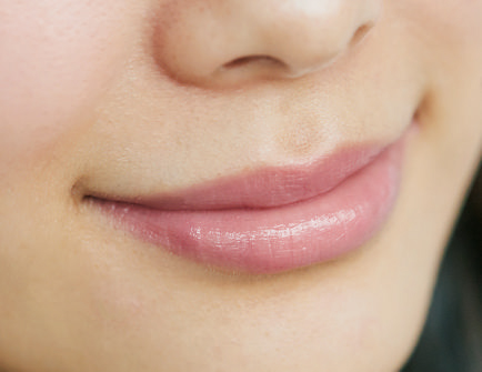 Lip|ピンクグロスで立体感のある唇に