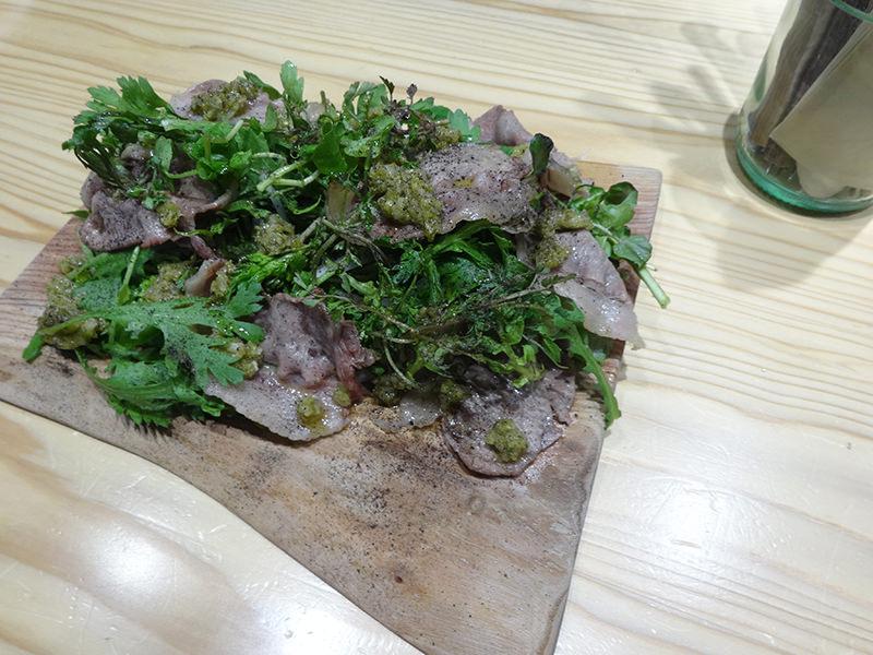 猪ロースのスライス炭火焼 春菊と三つ葉と野草のサラダ