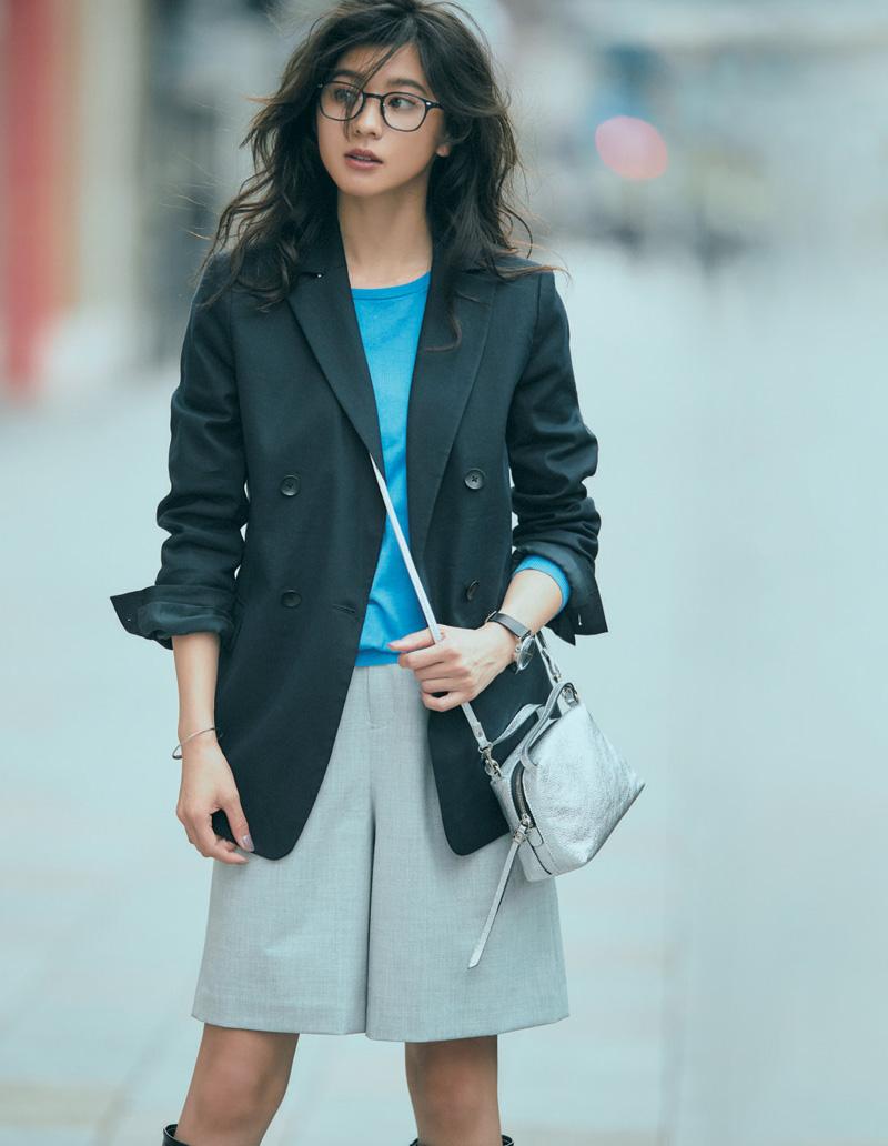 ショートパンツ×紺ジャケット