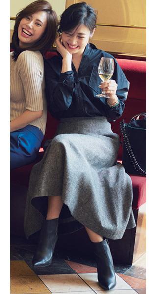 紺シャツ×グレーロングスカート